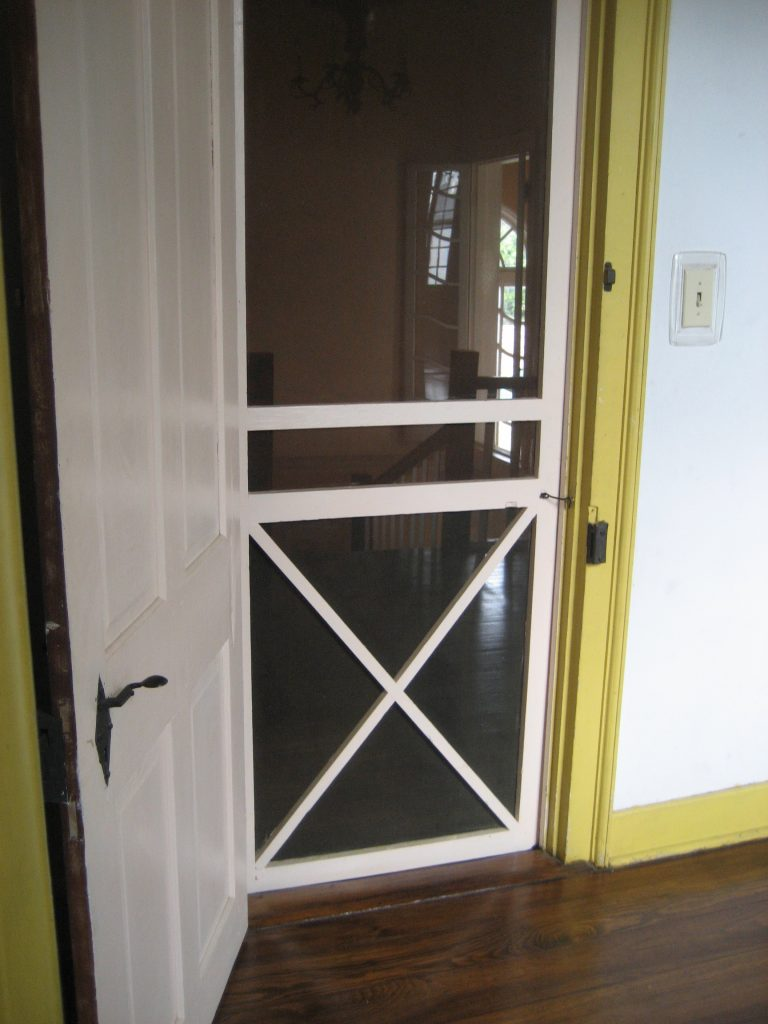 how to install a screen door catch